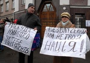 Очевидица сообщила о допросе мужчины, оскорбившего Ющенко под ГПУ. В СБУ все отрицают