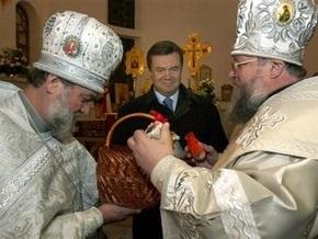 Янукович привез в родное Енакиево колокола