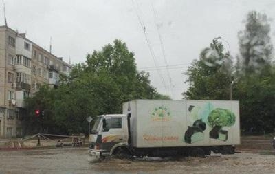 У Криму через зливи підтоплені десятки будинків