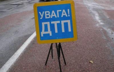 На Львовщине авто упало с моста: пятеро пострадавших
