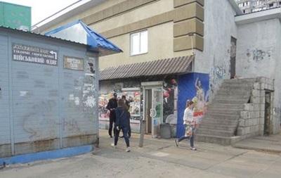 В Киеве мужчина с ножом напал на военного