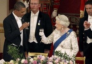 На торжественном банкете в Букингемском дворце Елизавета II пошутила по поводу американского английского