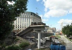 На Почтовой площади в Киеве снесли пешеходный мост