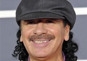 Карлос Сантана сделал предложение своей подруге прямо на сцене