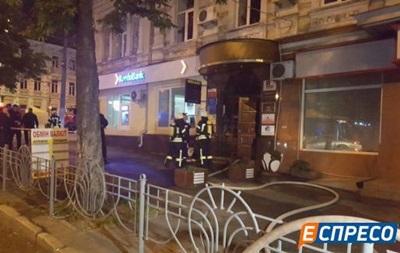 В Киеве неизвестные бросили в подъезд дома взрывпакет