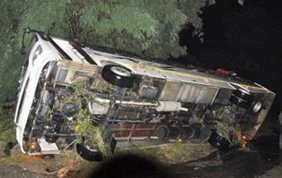 В Индии автобус упал в ущелье, десятки погибших