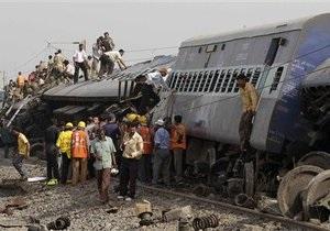 Число жертв крушения поезда в Индии достигло 145 человек