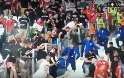 В Марселе венгерские фанаты подрались со стюардами