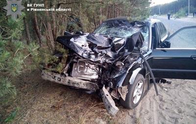 Под Ровно столкнулись BMW и мотоцикл: четверо погибших