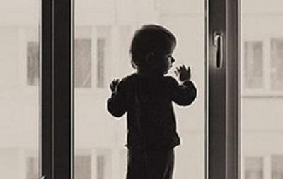 На Львовщине ребенок выпал с пятого этажа и остался жив