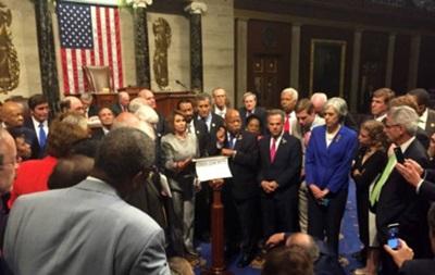 США: демократи розблокували Конгрес після доби протесту