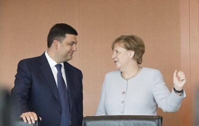 Меркель: Берлин предоставит Киеву кредиты