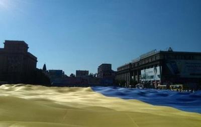 В Днепре развернули самый большой флаг Украины