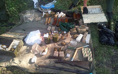 На окраине Харькова нашли тайник с оружием
