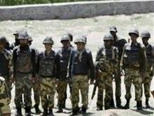 В Индии утопили более полсотни полицейских