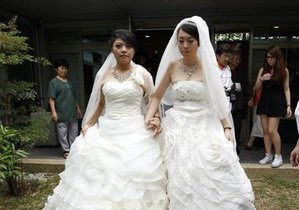 На Тайване прошла первая буддистская однополая свадьба