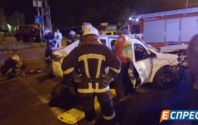 ДТП с такси в Киеве: пострадали четыре человека