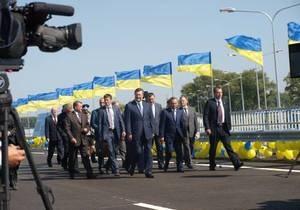 СМИ: Из-за Януковича около тысячи автомобилей не могли выехать из Житомира