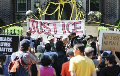 У США нові мітинги проти вбивства поліцією чорношкірих
