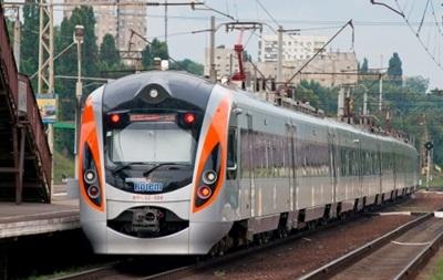 В Полтаве поезд Hyundai сбил мужчину