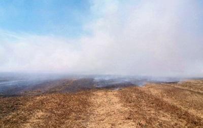 Военные отрицают взрывы снарядов на горящем полигоне
