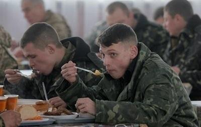 Под Черниговом солдат кормили мясом со стафилакокком и плесенью