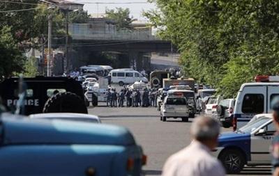 Захватчики полиции в Ереване отказались сдаваться
