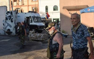 Єреван: заручників звільнили, конфлікт триває