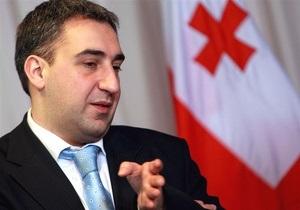 Экс-премьер Грузии вернулся домой после шестичасового допроса в МВД