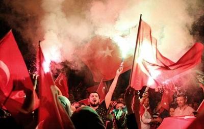 В Азербайджане закрыли телеканал за  неправильное  освещение путча в Турции