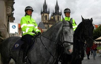 Президент Чехии: Люди должны вооружаться из-за террористов