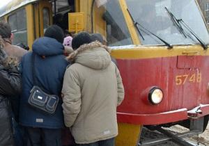В Днепропетровске из-за обледенения рельсов остановлено движение трех трамвайных маршрутов