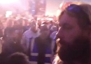 Чемпионат по дартсу сорвался из-за насмешек над британцем, похожим на Иисуса Христа