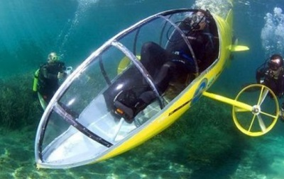 Два француза пересекают Ла-Манш на подводной лодке с педалями