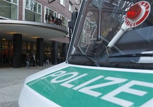 В Берлине мужчина взял в заложники сотрудника банка, потребовав пива и интервью