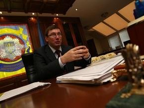 Луценко попросил Раду установить видеокамеры в банках и кнопки тревоги в школах