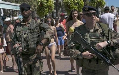 Полицейские Ниццы заставили женщину снять купальник-буркини