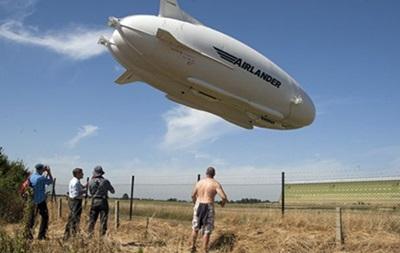Крупнейшее воздушное судно упало в Англии