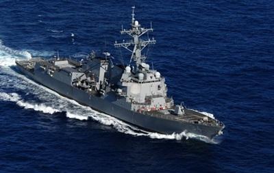Іранські військові катери небезпечно зблизилися з есмінцем США