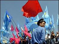 Львов просит Ющенко запретить деятельность ПР и КПУ