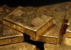 Золото дешевеет из-за новостей из Китая и Европы
