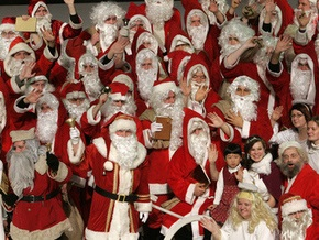 В португальском Порту собралось рекордное количество Санта Клаусов