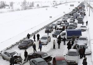 С сотнями попавших в многокилометровую пробку на трассе Россия работали психологи