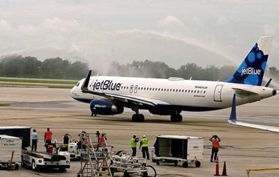 США и Куба возобновили коммерческое авиасообщение
