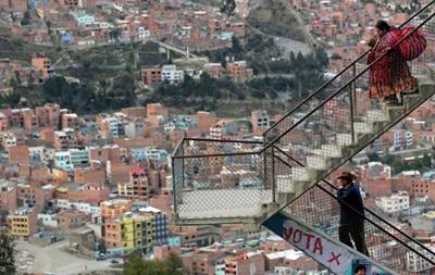 В Боливии автобус упал в овраг: 11 жертв