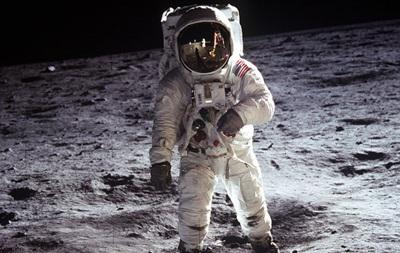NASA продає робота, на якому тестували місячні скафандри