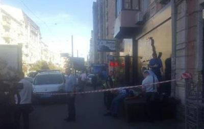 У центрі Києва біля клубу зарізали чоловіка