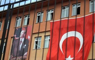 В Турции отстранены от работы 11 тысяч учителей