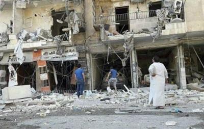 Активісти: Повстанців в Алеппо бомблять попри перемир я