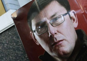 Луценко - Янукович помиловал Луценко - Посол ЕС хочет в понедельник встретиться с Луценко